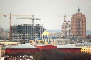 В Киеве люди захватили стройплощадку (видео, обновленное)