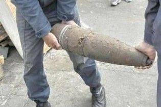 В Донецкой области выкопали снаряды (видео)