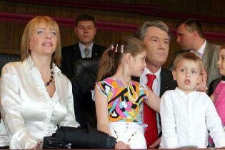 У відпустці Ющенко стругав палички та спілкувався з тваринами