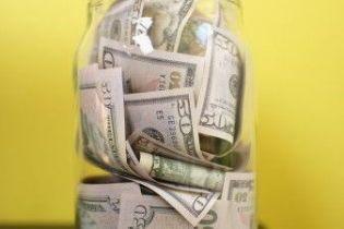 Как финансовый кризис защищает деньги украинцев