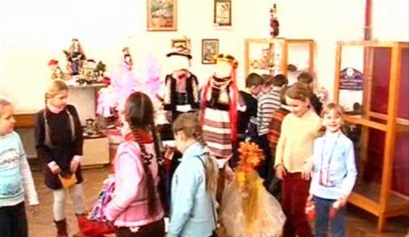 Виставка українських народних іграшок