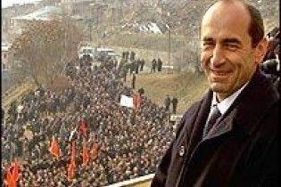 Армянская оппозиция требует провести досрочные выборы