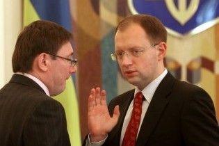"""Луценко про Яценюка: """"кролик"""" не бачить далі своєї нори"""