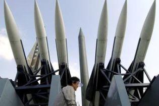 """Медведев угрожает США """"военными способами"""""""