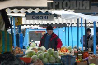 В Ровно закрывают рынки (видео)
