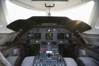 Під Києвом літак здійснив аварійну посадку