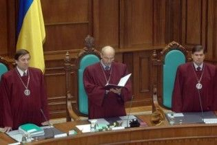 КСУ: прийняття нової Конституції на референдумі неможливе