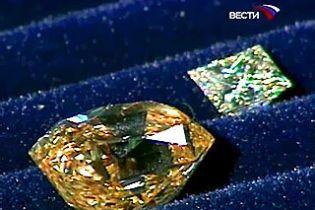 Чоловік хотів вивезти діамантів на мільйон гривень у кишені