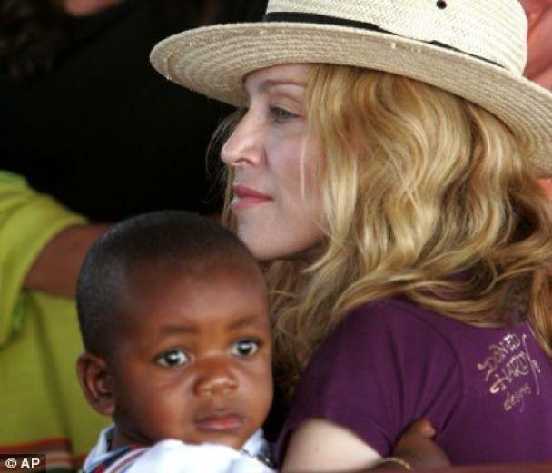 Мадонні дозволили удочерити дівчинку з Малаві