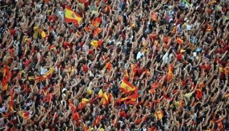 Іспанські футболісти стали національними героями