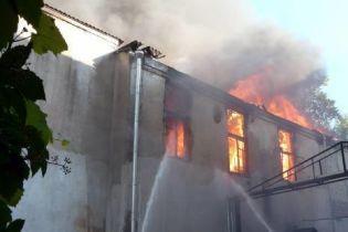 В Киеве горел жилой дом (видео)