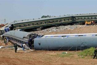 Два поезда столкнулись в Индонезии (видео)
