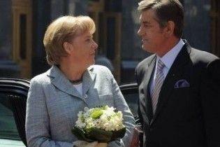 Меркель прагне визначити межі НАТО. Але Україні дає шанс