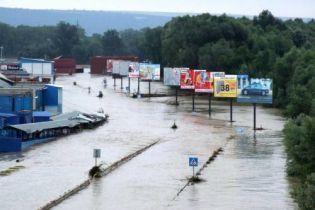 Потерпевшим от наводнения уже собрали свыше 2 млн. грн. помощи