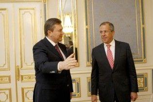 """Янукович заверил Лаврова, что не собирается """"пасти задних"""""""