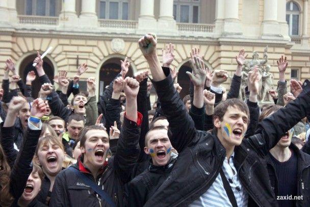 Во Львове собрался 10-тысячный митинг за отставку Табачника