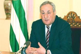 Президент Абхазії запевнив Росію, що не ввійде до її складу