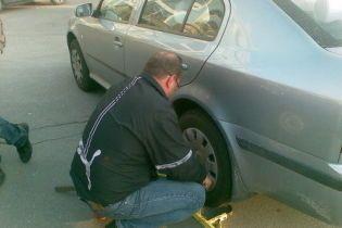 Как спасти заблокированный парковщиком автомобиль? (видео)
