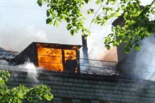 Від пожежі на Волині постраждали жінка з дітьми