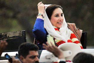 На могилу Бхутто прийшли 200 тисяч людей