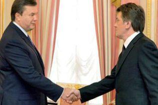 Ющенко передал полномочия президента Януковичу