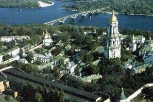 Черновецький роздав півгектара землі під Батьківщиною-матір'ю