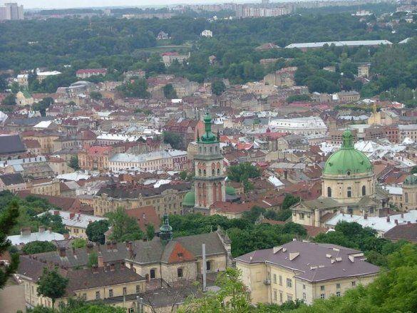 Пожежа у Львові: під загрозою половина міста