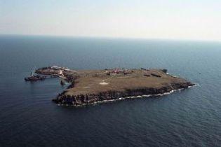 Зміїний: острів чи скеля?