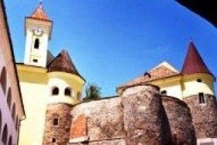 В Мукачевском замке чистят колодец (видео)