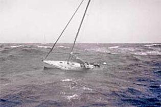 Тривають пошуки затонулих учасників регати