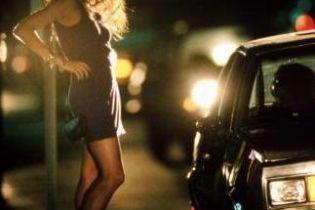 Милиция борется с проституцией через рекламу (видео)