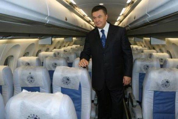 Віктор Янукович у салоні літака Ан-148