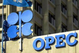 Нафта стрімко дешевшає