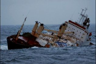 Греки врятували українських моряків та затримали за контрабанду