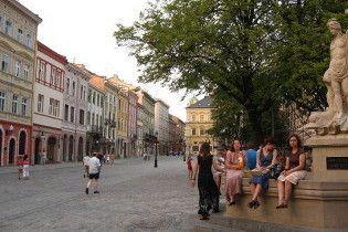 У Львові античні статуї одягнуть у вишиванки