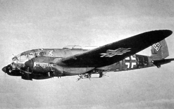 He.111 з складеними шасі як символ повалення Люфтваффе