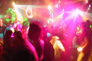 Дети украинских и российских богачей выплатили 86 тыс. евро, которые проели в ночном клубе Италии