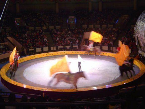 Цирк (Фото: home.wangjianshuo.com)