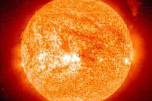 Вчені вперше побачили три чверті поверхні Сонця