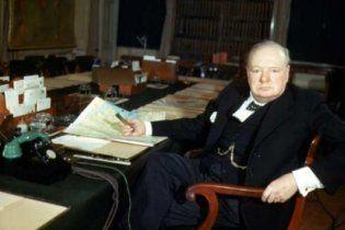 Секретні щоденники лікаря Черчилля засвідчили, що політик проводив ночі, напиваючись
