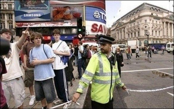 Поліція в Лондоні не пускає людей до місця перерваного теракту