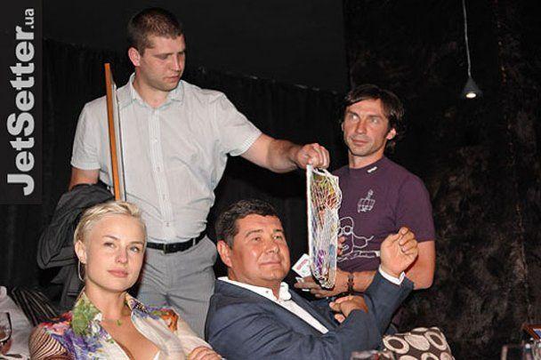 Українські зірки стали героями агітплакатів