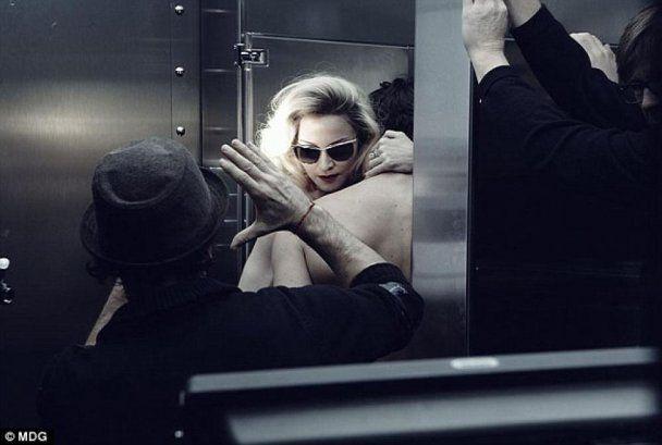 Мадонну застукали з молодим коханцем
