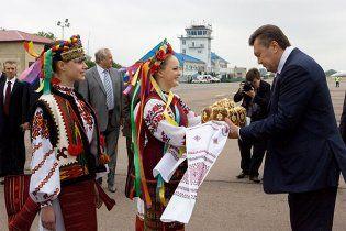Янукович на запитання про Бандеру пообіцяв львів'янам підвищити зарплати