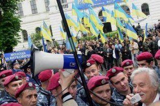 Во Львове националисты прорвали кордон к Януковичу