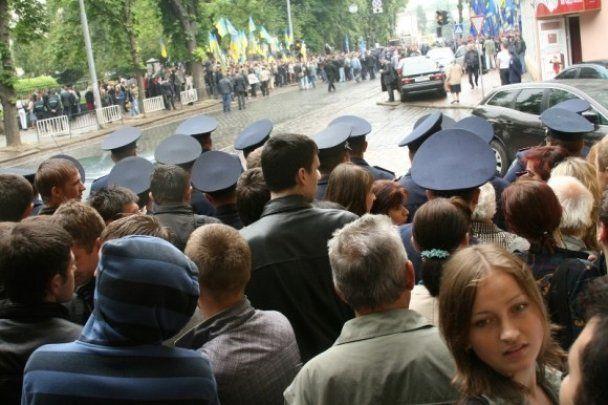 У Львові  націоналісти прорвали кордон до Януковича