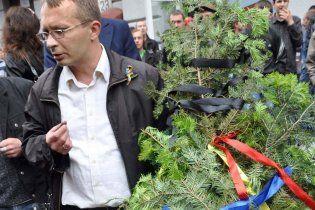 Во Львове для Януковича устроили мастер-класс по плетению венков