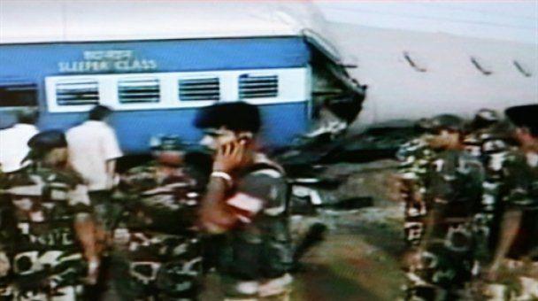 В Індії зіткнулися два потяги: 30 загиблих, сто поранених