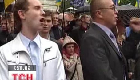 Янукович считает акции протеста во Львове политическим заказом