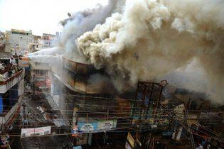 В катастрофе индийского поезда погибли 146 человек